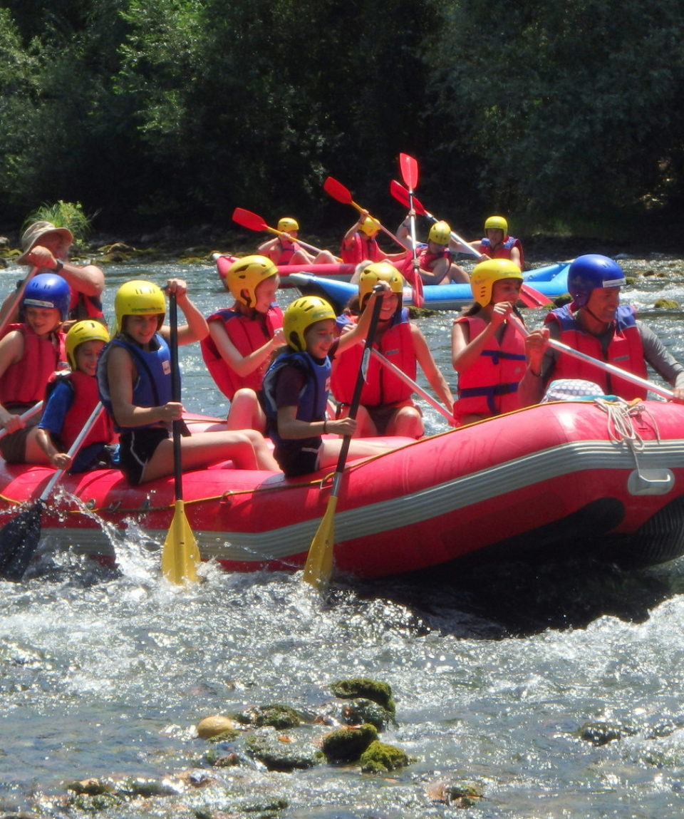 Comb-rafting-riverside-adventure