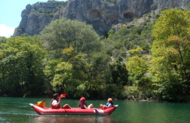Inflatable-kayaking-monorafting