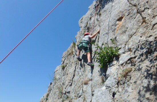 Comb-climbing-hiking