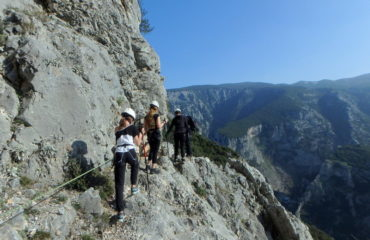 comb-viacordata-hiking